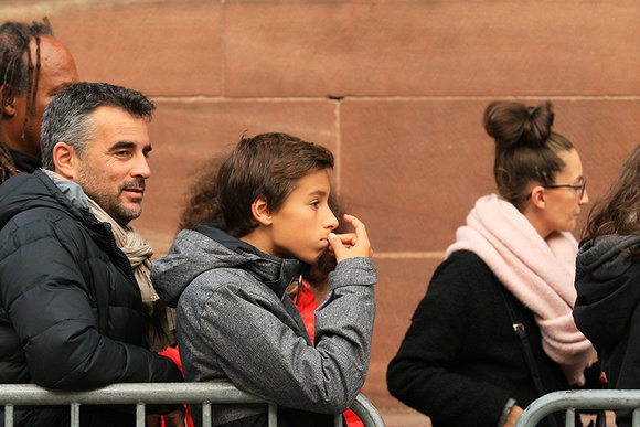 France - Strasbourg : queuing in front of the cathedral (devant la cathédrale)